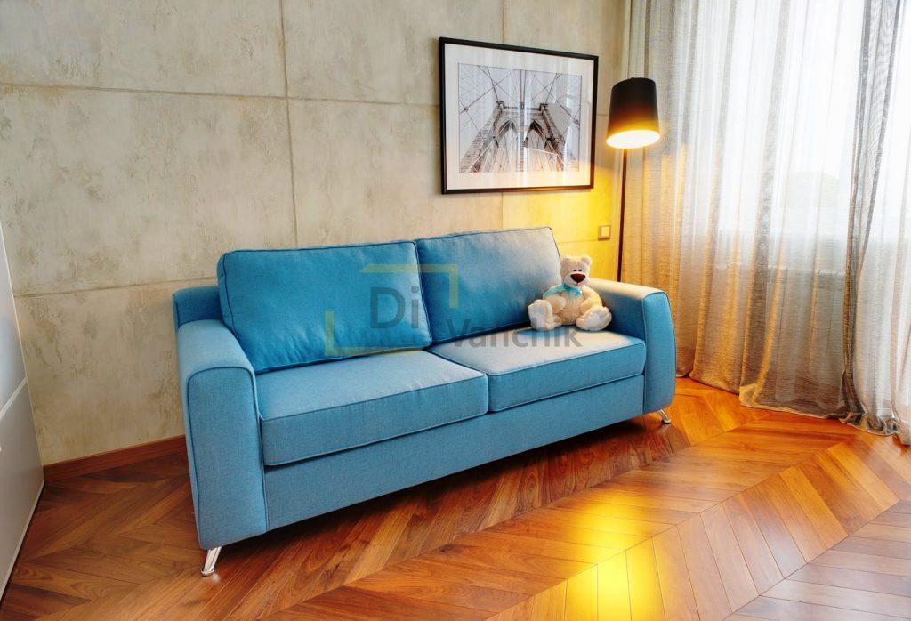 прямой синий диванчик в спальне