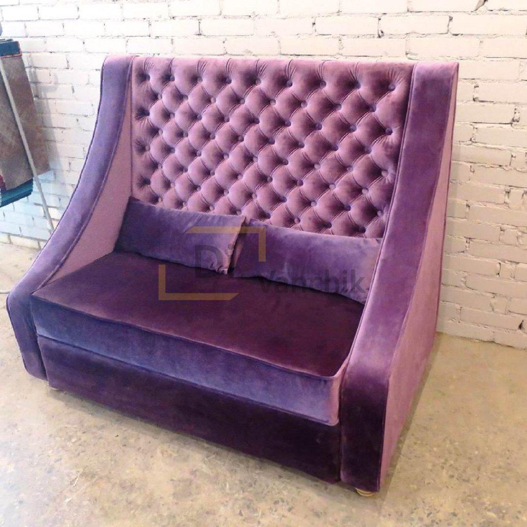 диван с большой спинкой в пиковке