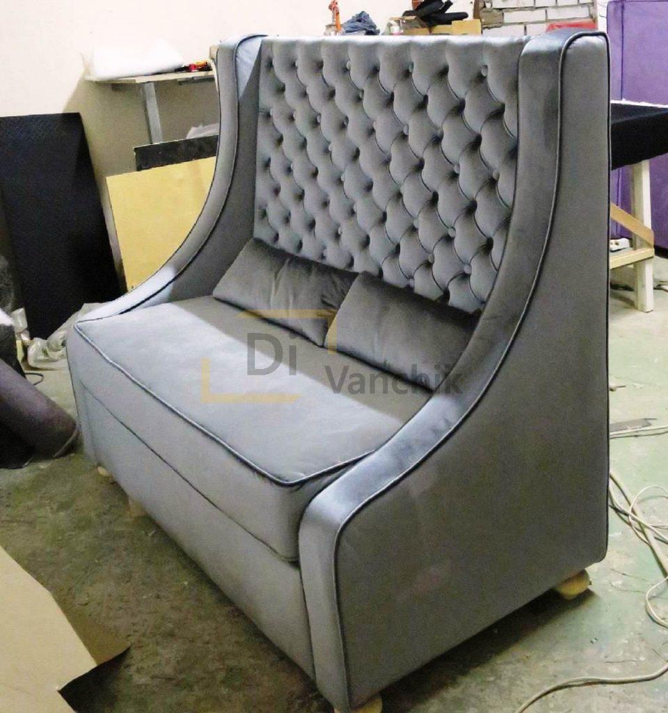 диван с большой спинкой для ресторана