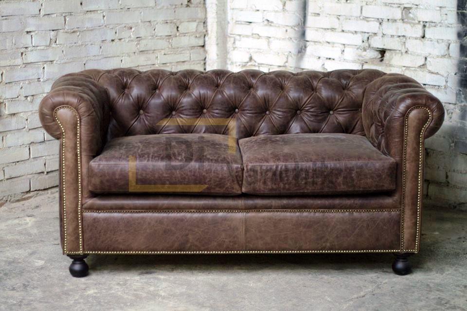 кожаный маленький диван с гвоздевой лентой