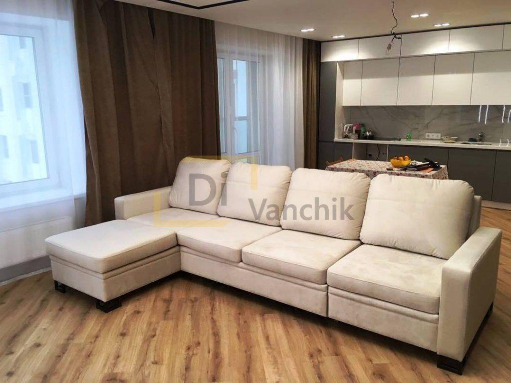 светлый угловой диван на кухню252