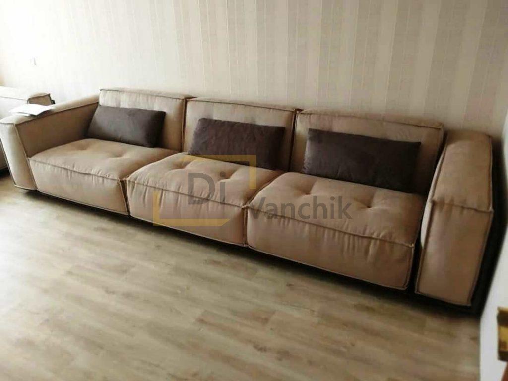 большой прямой диван в гостиную