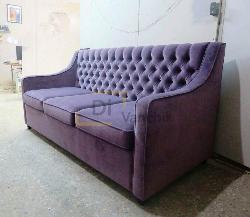 фиолетовый диван в пиковке