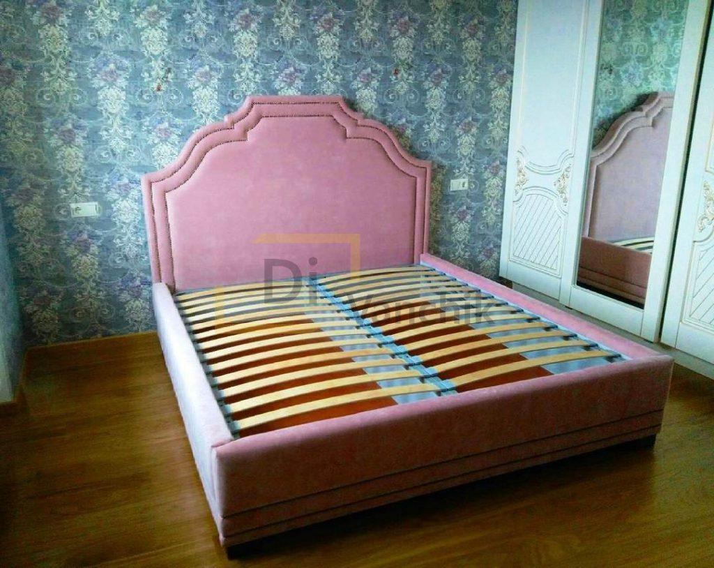 розовая кроватка в детскую