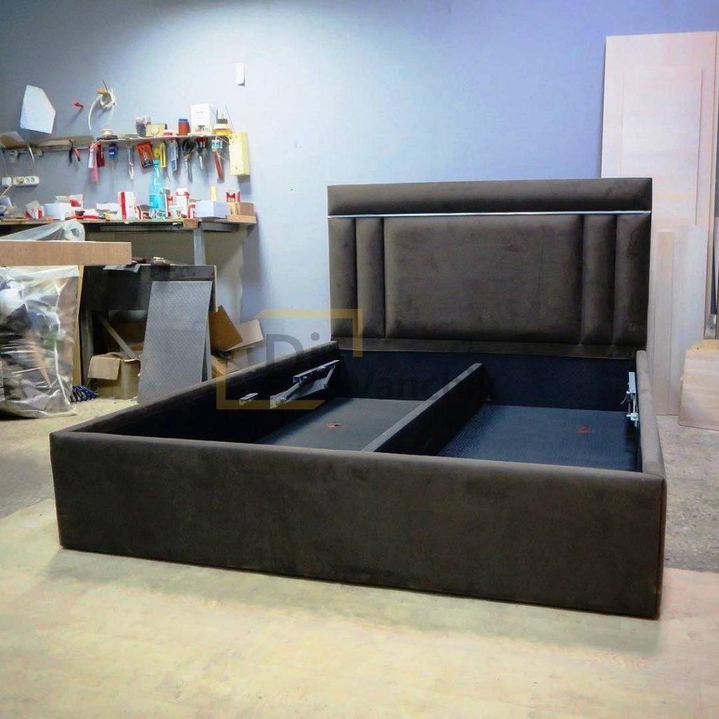 кровать мягкая в цеху