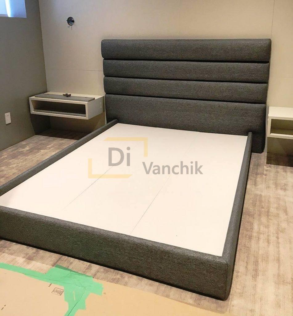 серая кровать для ребенка мягкая
