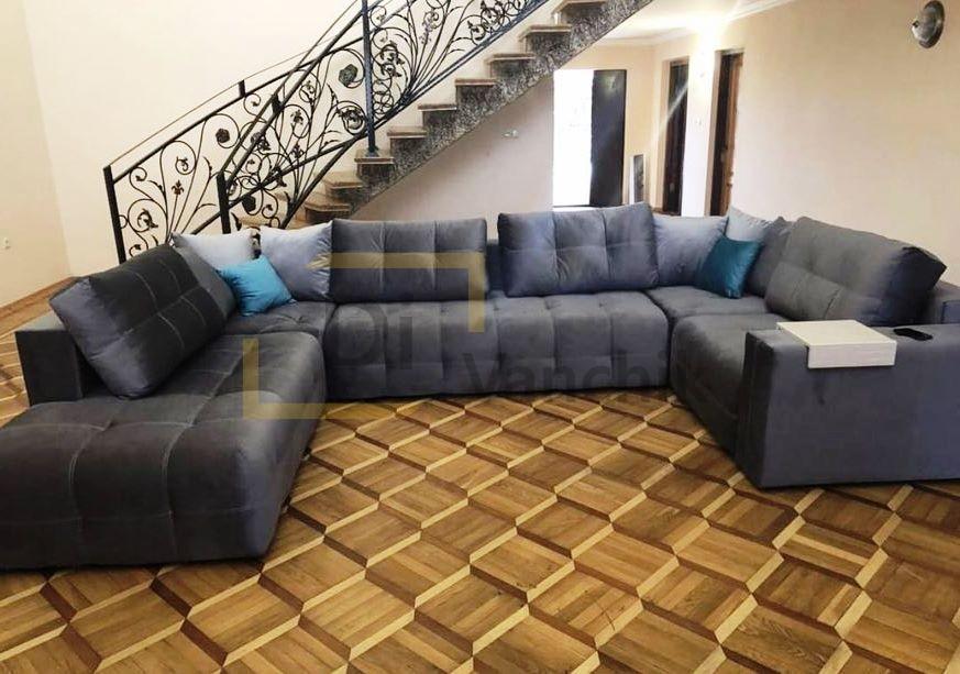 п образный диван под лестницей в холл