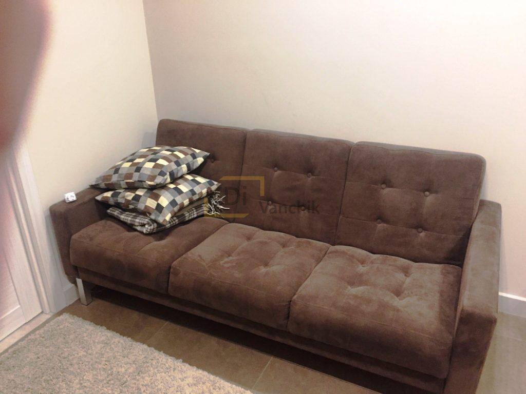 коричневый диван в прихожую