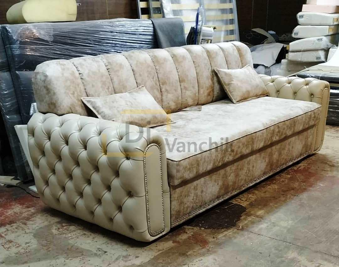 диван с прошитыми подлокотниками