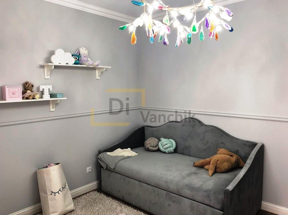 прямой диванчик серый в детскую комнату