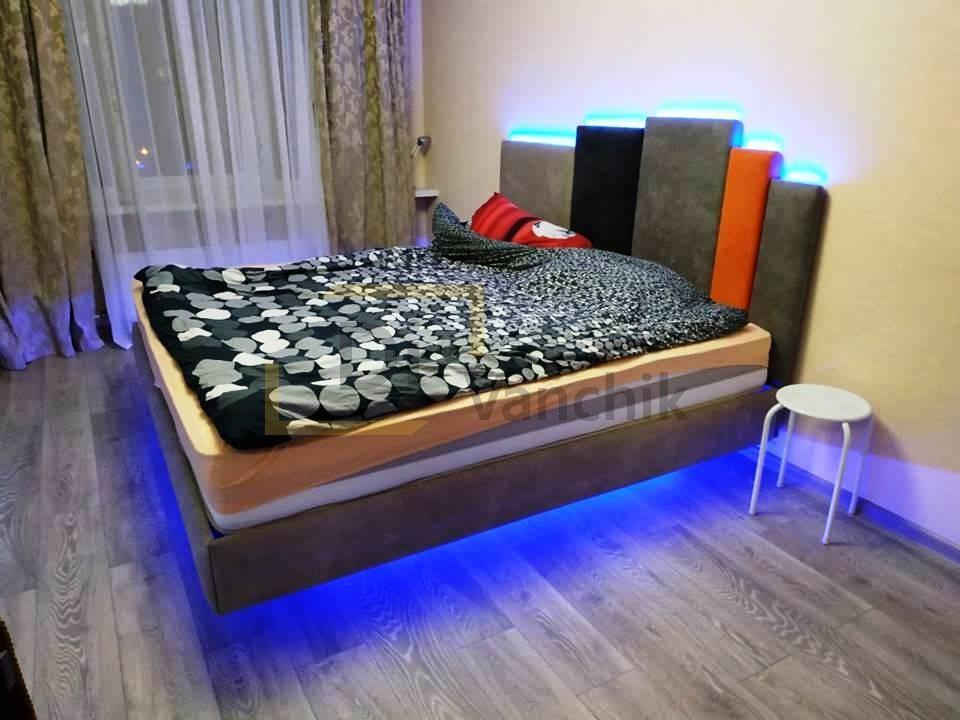 мягкая кровать с подсветкой