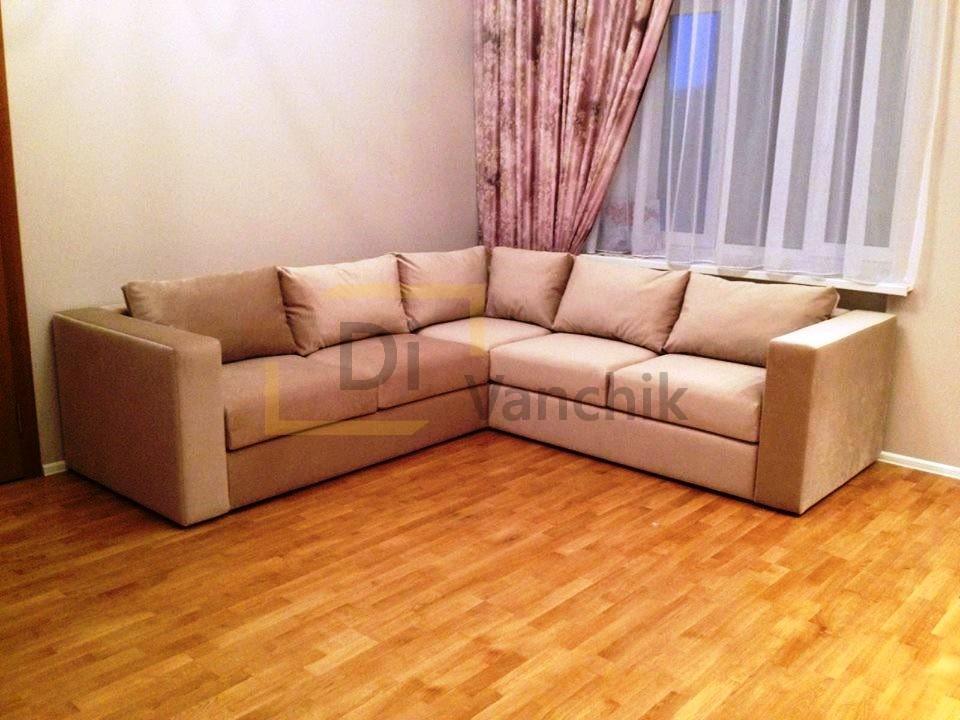 угловой диван перед телевизором