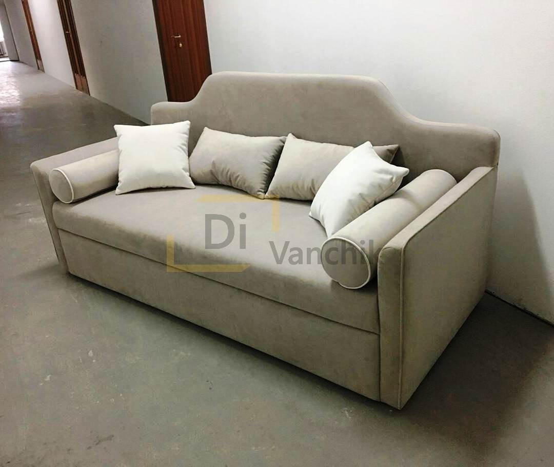 диван с гнутой спинкой