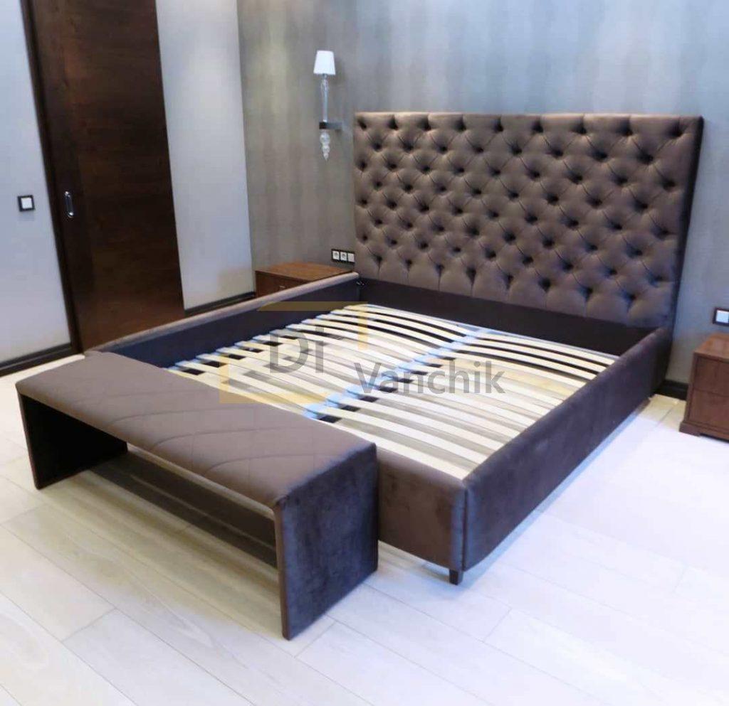 кровать с банкеткой коричневая