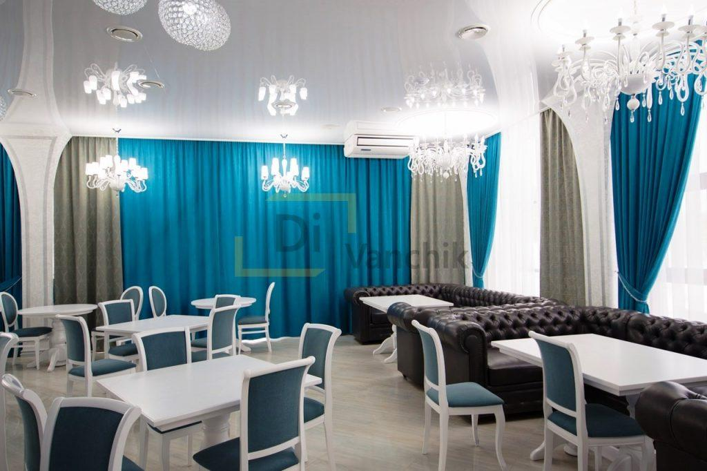 диваны кожаные для ресторана с стульями