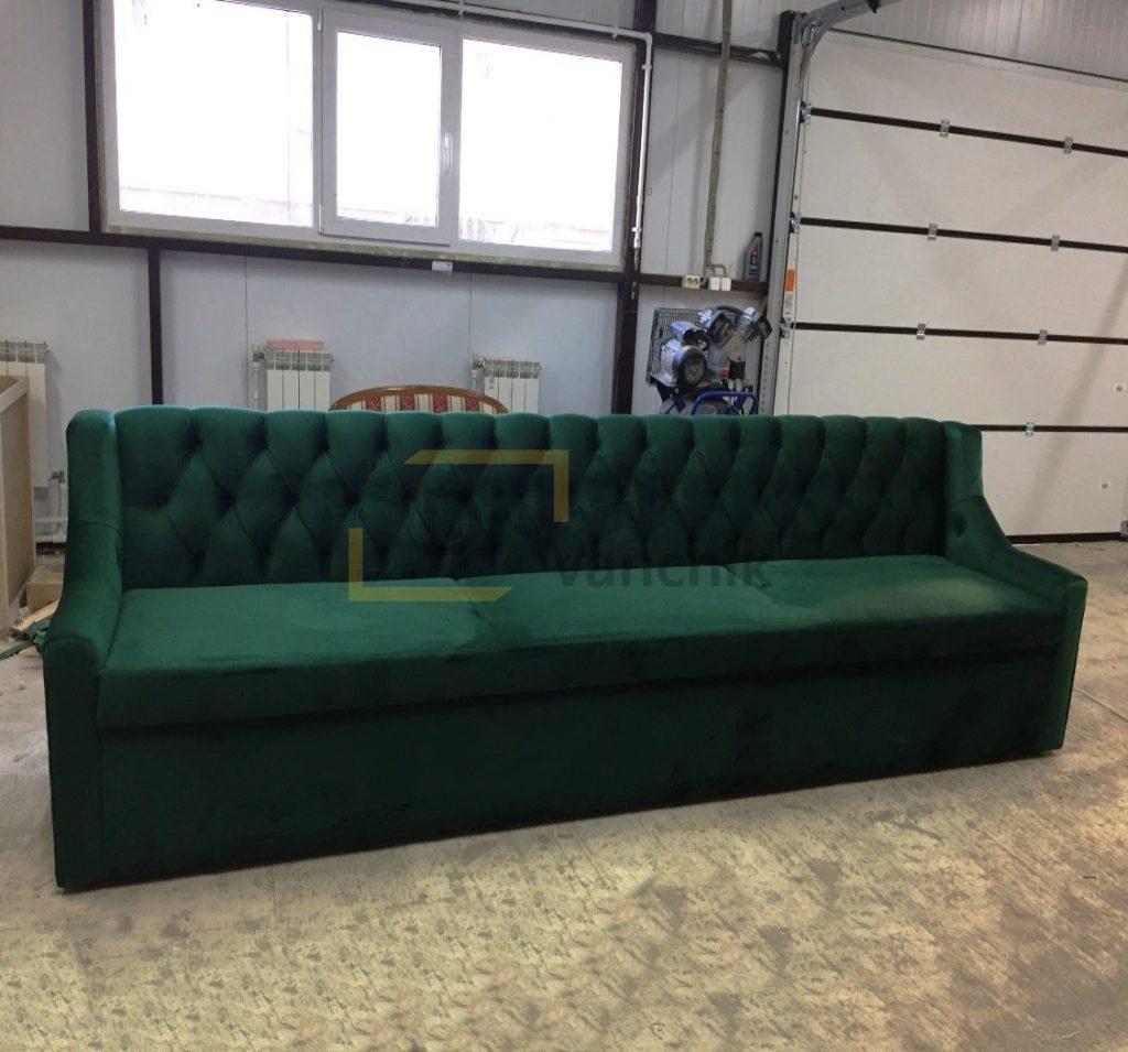 зеленоватый диван в нашем цеху