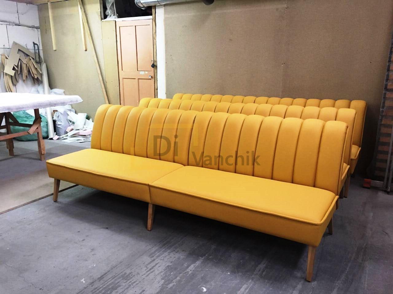 желтые диваны для нового бара