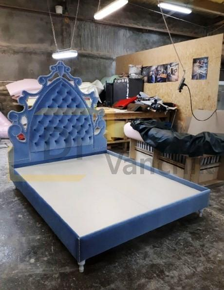 мягкая кровать с короной под заказ
