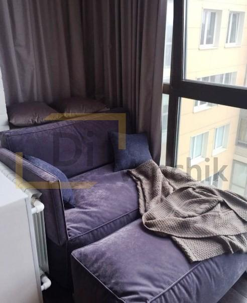 кресло с пуфом на балконе