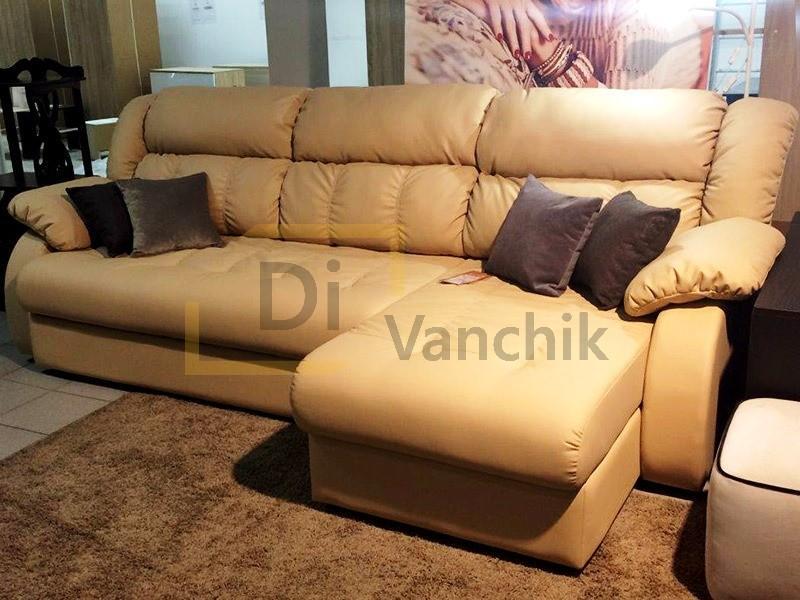 кожаный диван на выставке
