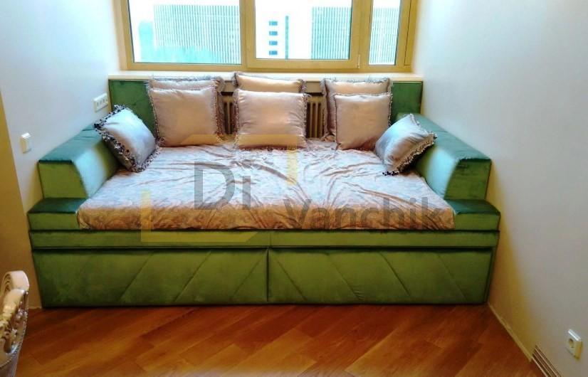 зеленый диван в нишу на заказ